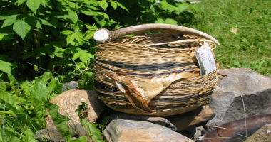 Basket with an antler.